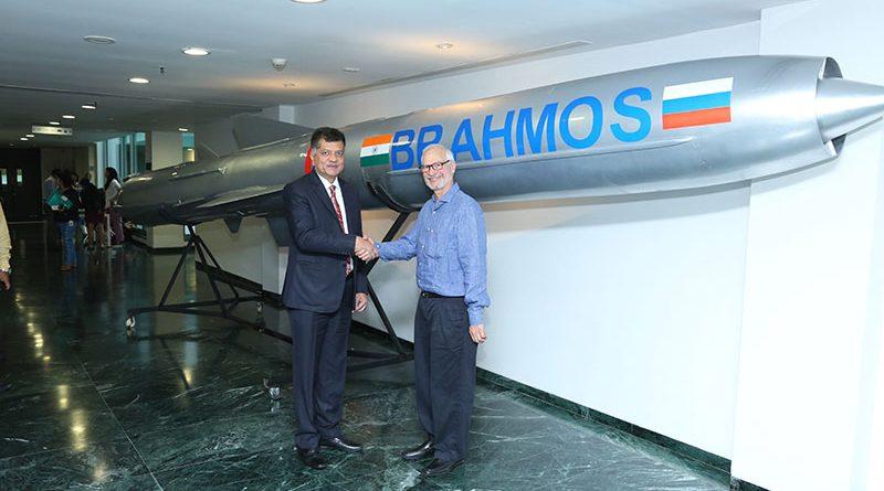 Dr Sudhir Mishra, distinguished scientist and Director General, BrahMos CEO and MD BrahMos Aerospace with Jamshyd N. Godrej,Chairman and Managing Director, Godrej and Boyce
