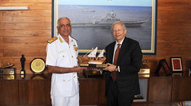 Vice Admiral Girish Luthra, Flag Officer Commanding-in-Chief, Western Naval Command exchanges a memento with H.E. Kenneth I Juster, the US Ambassador to India