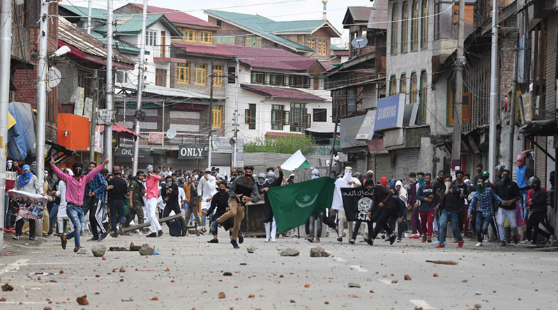 Protesters throw stones