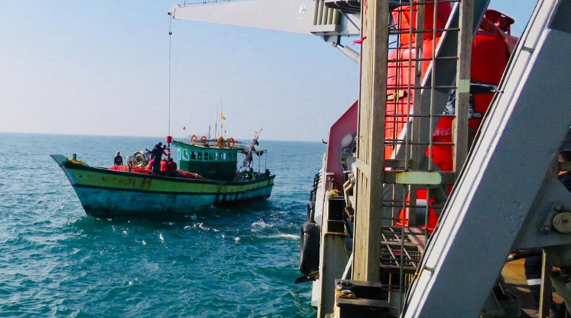INS Nireekshak Gives Aide to Stranded Fishermen